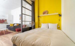 couleur pantone 2021 chambre jaune gris